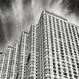 Building pattern  #Newyork #nyc #newyorkcity #manhattan #Photo #Photography #Travel #travelgram #trip #iloveny #ilovenyc #newyorkphoto #instacool #instanewyork #mynyc #bigapple #Architecture #archilovers #thebigapple #igers #newyorknewyork #narcitynewyork | by Mario De Carli