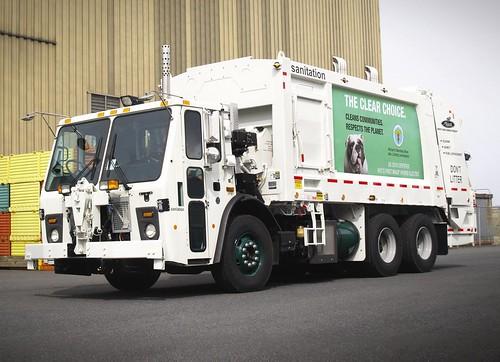 DSNY Mack LEU613/Heil Rear Load Refuse Truck (Electric Hybrid) | by ALF Condor