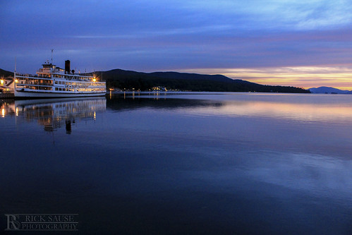 morning cruise pink blue light lake reflection saint sunrise dawn boat tour lac du lakegeorge sacrement lakegeorgeny