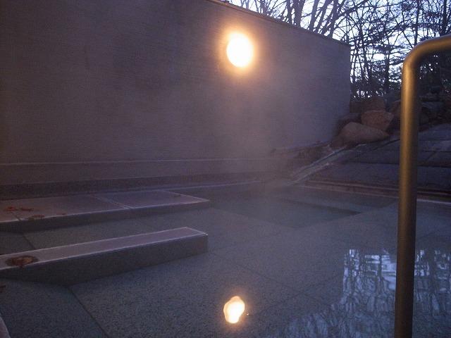 <p>朝6時過ぎの露天風呂</p>
