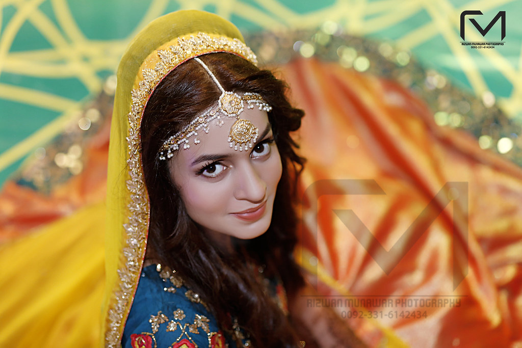 Pakistani Bride Mehndi Photoshoot