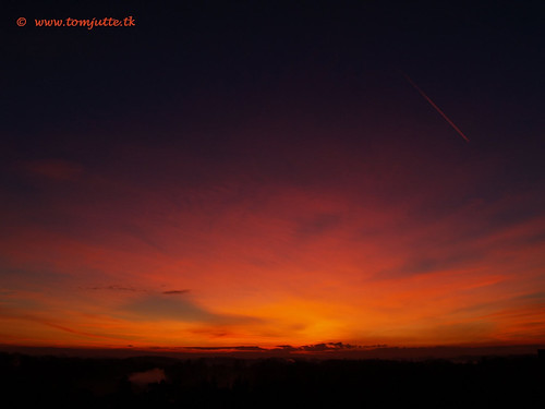travel winter sunset sky cloud sun holland color colour nature netherlands dutch weather clouds zonsondergang europe skies view apartment air natuur wolken sunsets olympus scene sunrises lucht zon zeist webshots e500