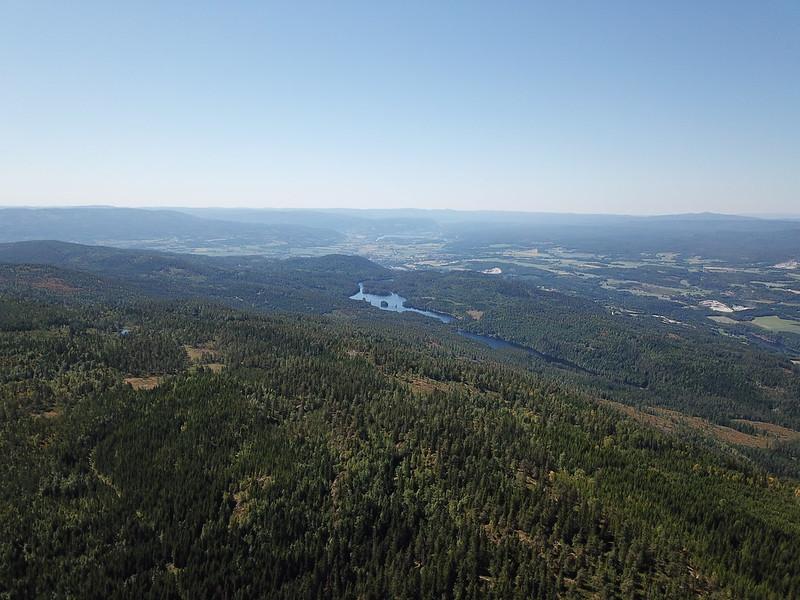 18-Kolbrekvannet og Skogsvannet fra Snaukollen (drone)