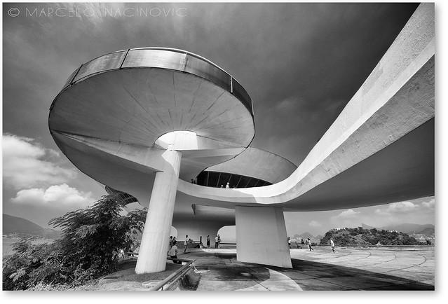 Oscar Niemeyer , MAC