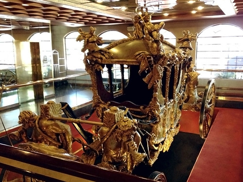 arizona carriage royal lobby replica gilded royalty lakehavasucity gilt goldstatecoach londonbridgeresort iphone4s britishroyaltycarriage