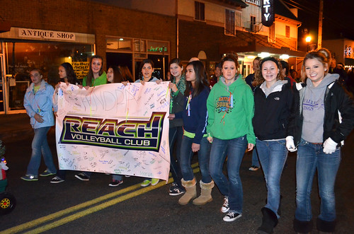 Reach-volleyball-club-santa-parade10