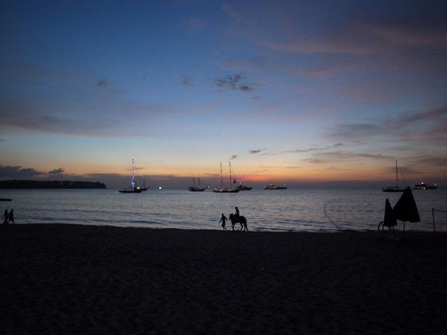 <p>h)バンタオビーチ近くには乗馬クラブがあります</p>