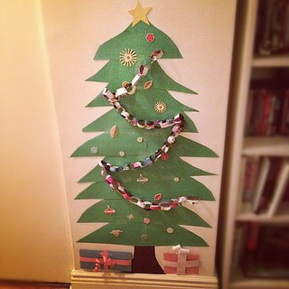 Christmas tree made of construction paper.   by toomanycommas