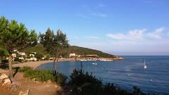 Пляж в городке Galeria