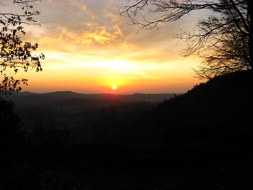 morning sun sol sunrise highlands colorful hazy appalachianmountains appalachians wnc horsecove sunriserock