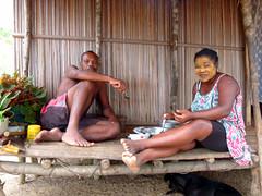 vr, 02/11/2012 - 09:39 - 108. Echtpaar aan de maaltijd in Andassi Be, Madagascar