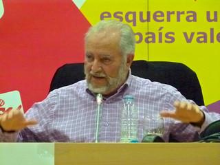 """Julio Anguita en Valencia, presentando su libro """"Combates"""
