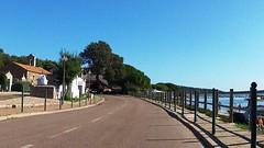 Кладбище и через дорогу пляж