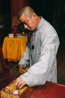 1015-04-05 The Monk Who Sell Incense Stick, Shaolin Temple, Zhengzhou City, China