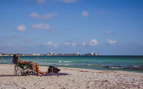lightroomcc nikond7000 lidobeach bgdl landscape seascape nikkor18105mm3556g florida peopleonthebeach sunchair benches week27 weeklytheme flickrlounge