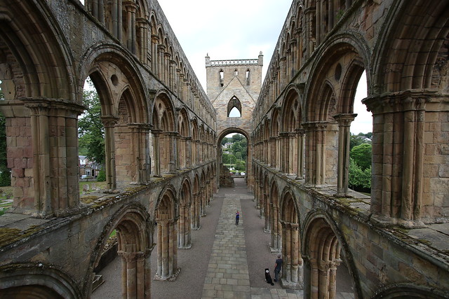 Jedburgh abbey: patient as I was I could not get a people free shot