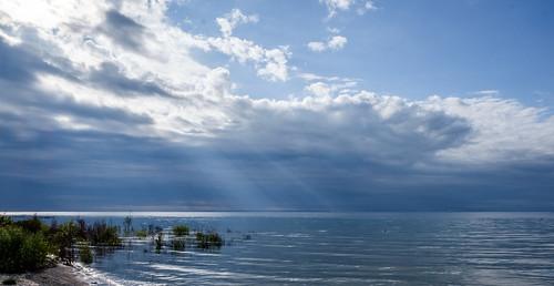 rays sunrays landscape nature water sky mi clouds serenity beaverisland lakemichigan michigan unitedstates us partlycloudy