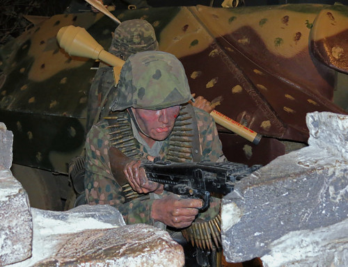 SS Panzer Grenadier mannequin with MG42 at Duxford Museum