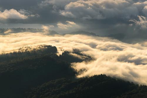 nikon d810 70200mm ceahlau massif mountain landscape scenery cloud clouds light morning sunrise lake izvorulmuntelui nature natural outdoor romania europe outstandingromanianphotographers