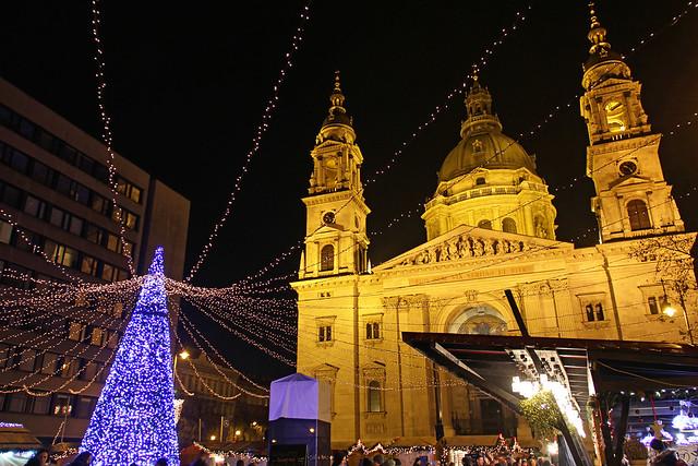 Budapest - the Basilica - chrismas market 3