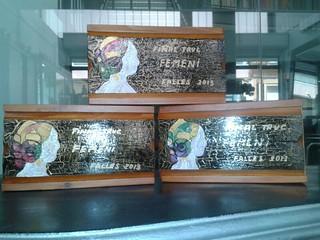 Caja de madera con la tapa con detalles falleros pintados a mano.