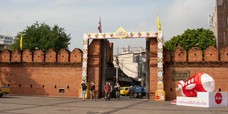 2012-11-25 Thailand Day 07, Loy kratong, Thapae gate, Chiang Mail | by Qsimple, Memories For The Future Photography