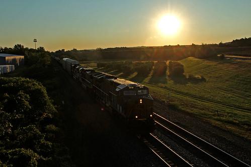 csx csxtrains csxeriewestsubdivision sunrise sunrisephotography bortroad northeastpennsylvania pennsylvania