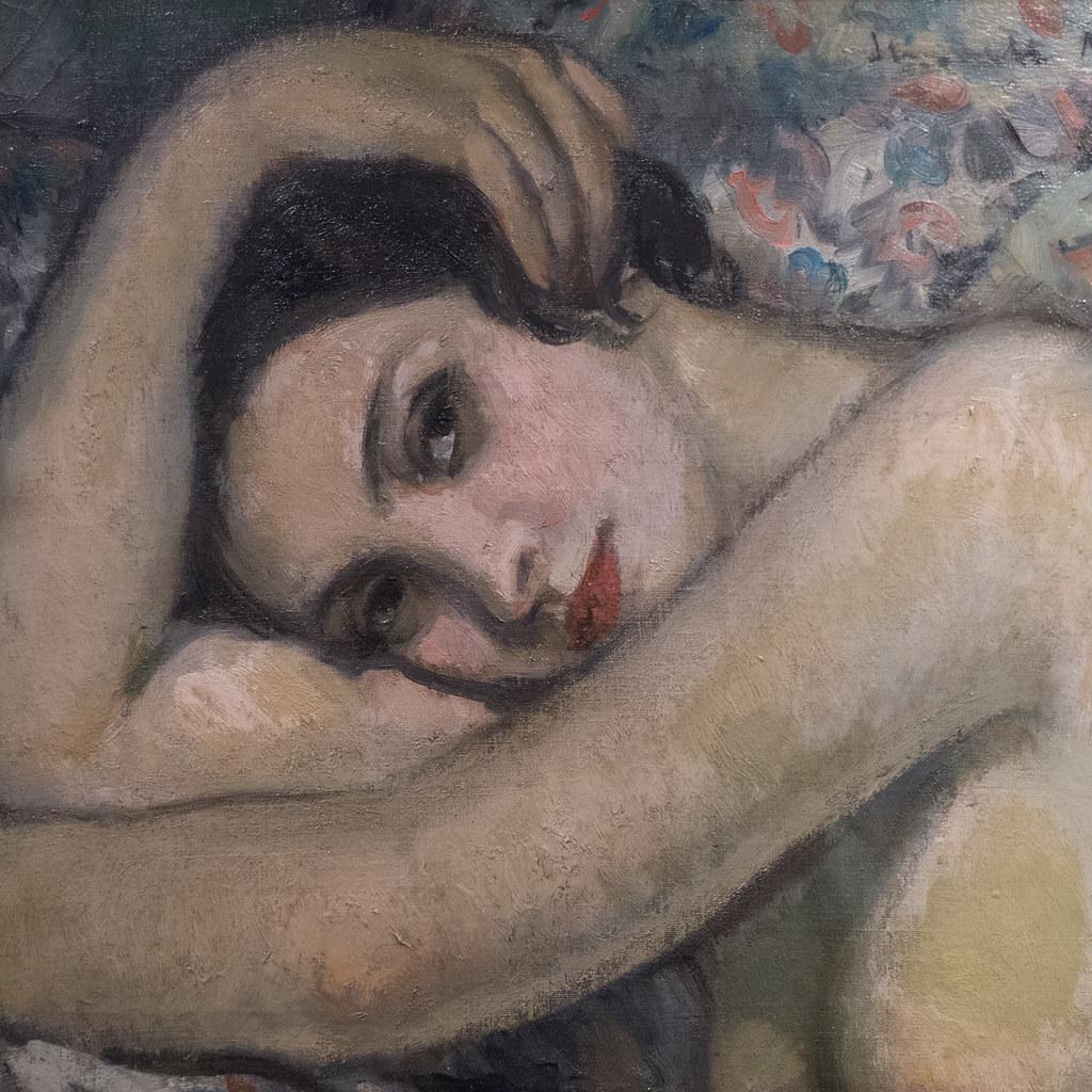 femme brune nue