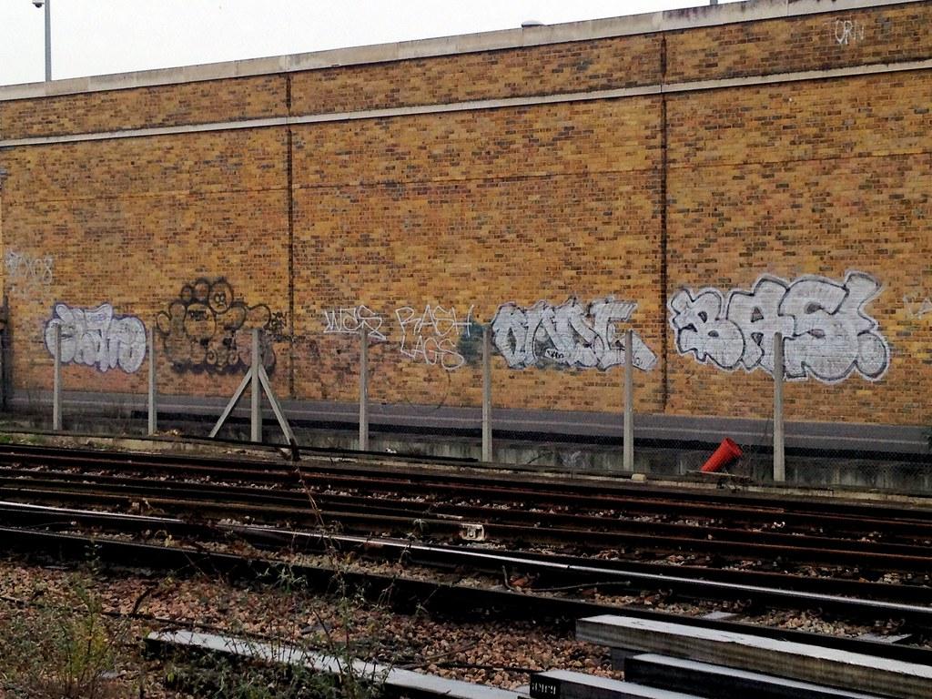 10 foot oade bas by london graffiti addict