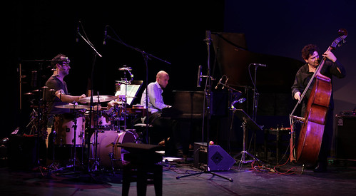 Musik-Panorama iPhone6 Präsentation - Carlos Bica - Carsten Daerr - Kay Kalytta - THJ 11.12.2012 - Fotos Robert Gärtner   by Theaterhaus Jena