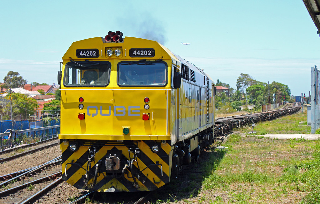 44202, 4458 (rear) T257 Marrickville by Thomas