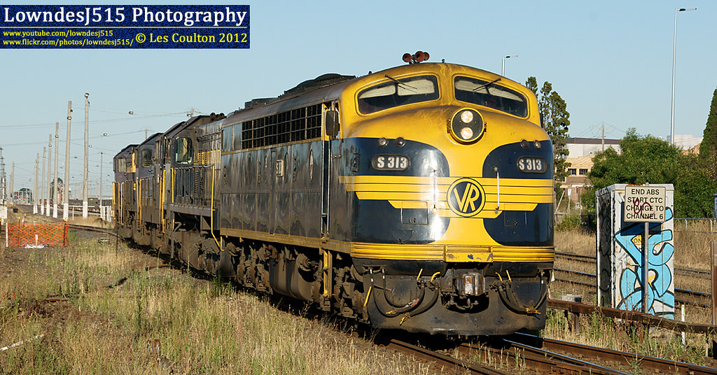 S313, X31, T356, T364 & T395 at West Footscray by LowndesJ515