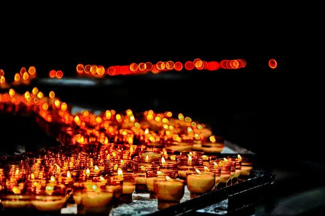 Candles path of Faith