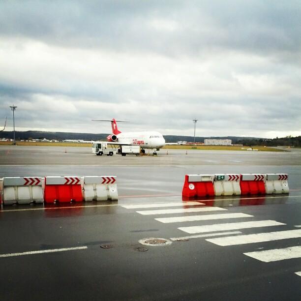 Langsam nähern wir uns dem Flugzeug. | Matthias Bauer | Flickr