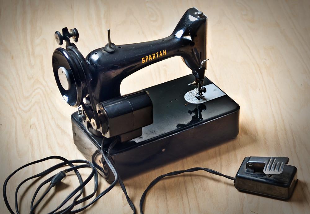 Spartan Black Sewing Machine, Singer Manufacturing Company