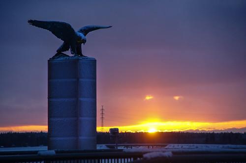 sunset statue finland eagle talvi vaasa vasa patsas auringonlasku kotka ostrobothnia suomenilmailu wintervasaostrobothniafinland