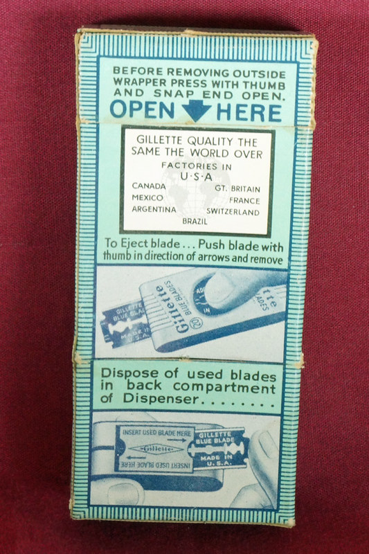 DSC01890 Unopend Box of 20 Vintage Gillette Blue Blades in Dispenser
