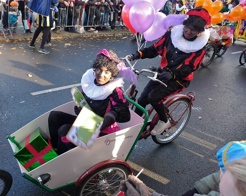 sinterklaas-intocht-amsterdam-on-workcycles-bakfietsen 2   by @WorkCycles