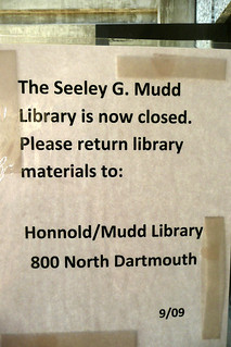 Closure notice on the door of the Mudd Science Library