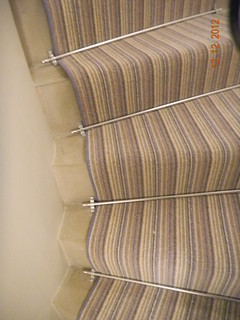 carpet runner and stair rods on turned stair (4)