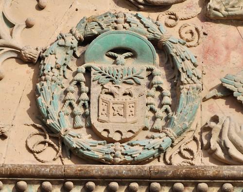 Úbeda (Jaén). Iglesia de San Pablo. Portada sur. Escudo