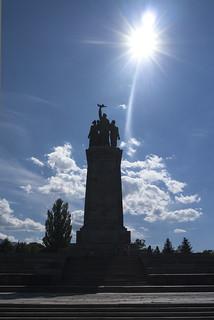 Monument der Bruderschaft II   by W***