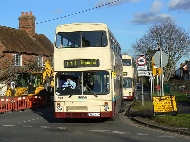 Reading Buses 462 & 464 in Three Mile Cross