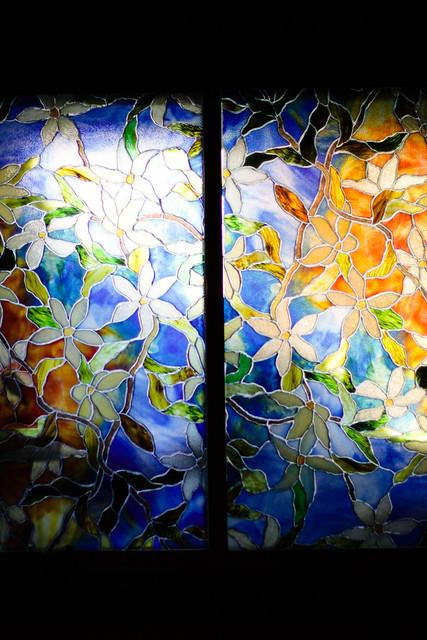 Fleurs à la fenêtre