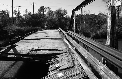 pony truss swing movable bridge drawbridge island cow bayou cormier road bridgecity orange county texas abandoned decay vanishing black white blackandwhite blackwhite bw monochrome pontist united states north america