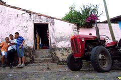 Smartphone vs Tractor - Suchitoto