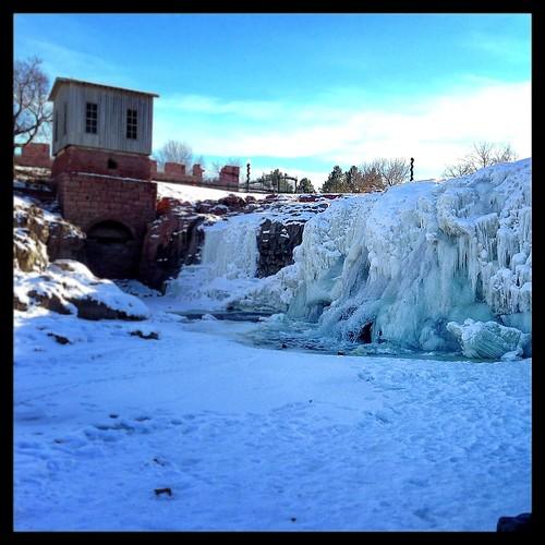 winter cliff snow ice southdakota waterfalls quartzite siouxfalls fallspark bigsiouxriver
