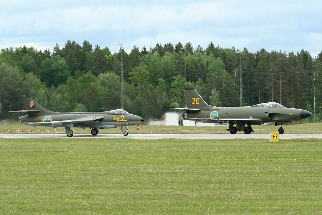 Hunter F58 '34033' (SE-DXM) & J32E Lansen '32620' at Malmen 2012