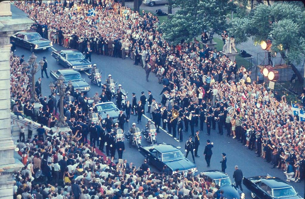 Arrivée du général de Gaulle devant l'hôtel de ville de Montréal, 24 juillet 1967