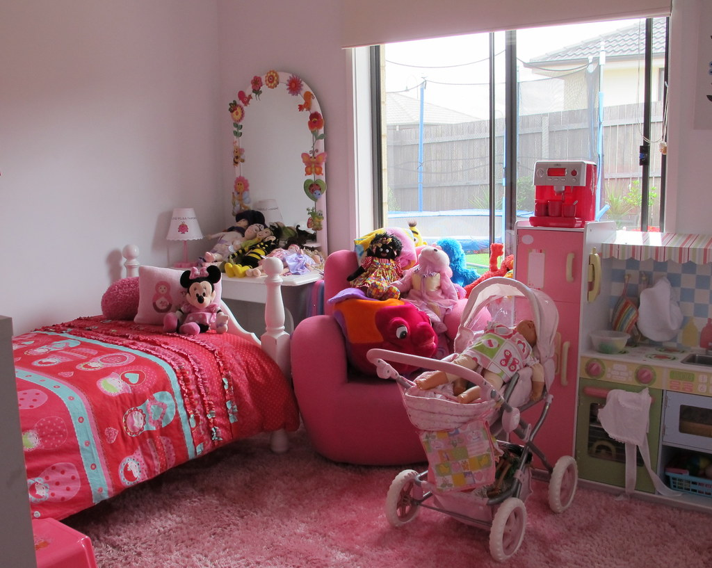 Interesting kids bedroom in place we saw for sale | spelio | Flickr